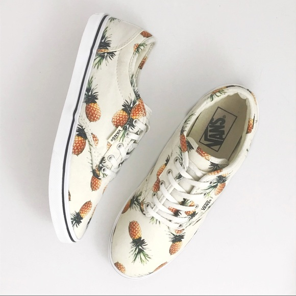 a998f27cbbe Vans Off The Wall Pineapple Print Lace Up Sneakers.  M 5af9a4c6a4c4856fcf3b9f4f